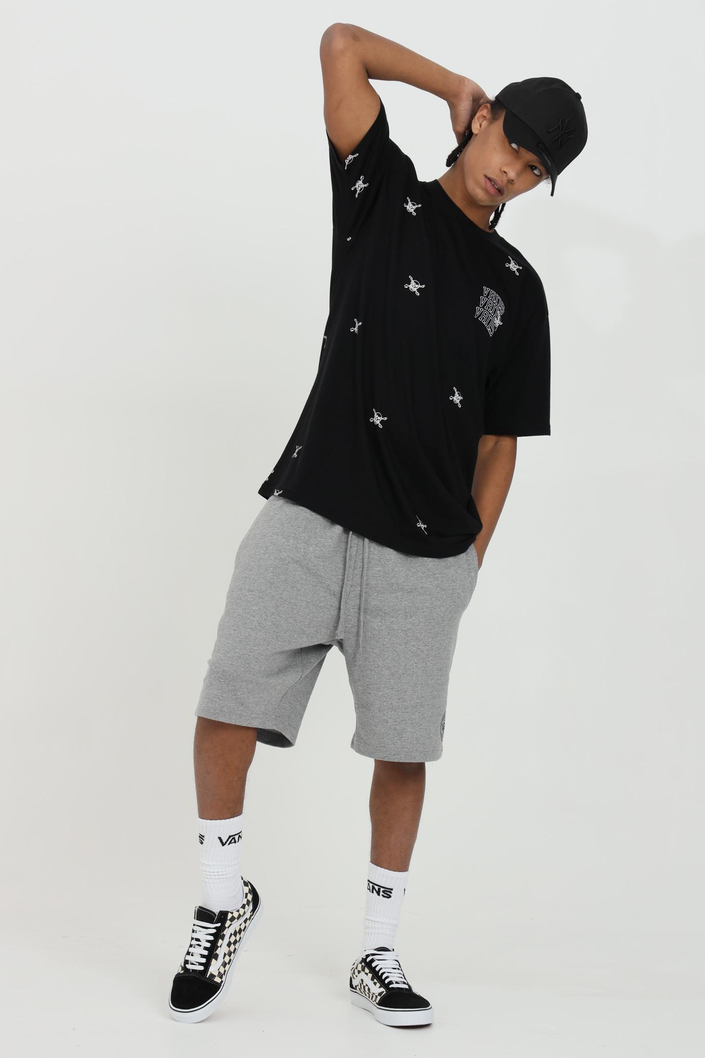 Black t-shirt with allover skull print, modello basic with short sleeve. Vans VANS | T-shirt | VN0A54C6BLK1BLK1