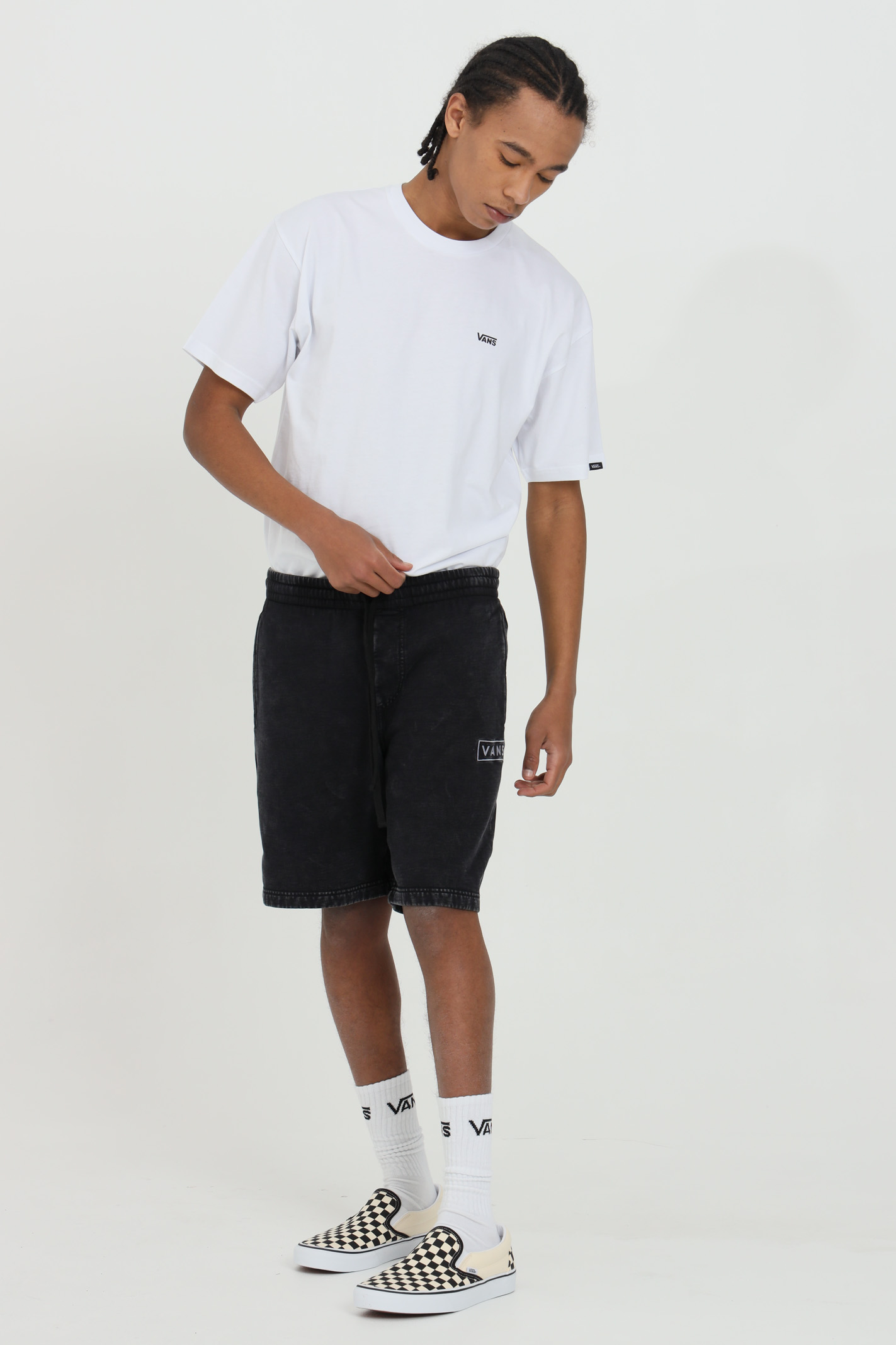Black shorts with elastic waistband and size pockets. Over size model. Vans  VANS | Shorts | VN0A5DYLBLK1BLK1