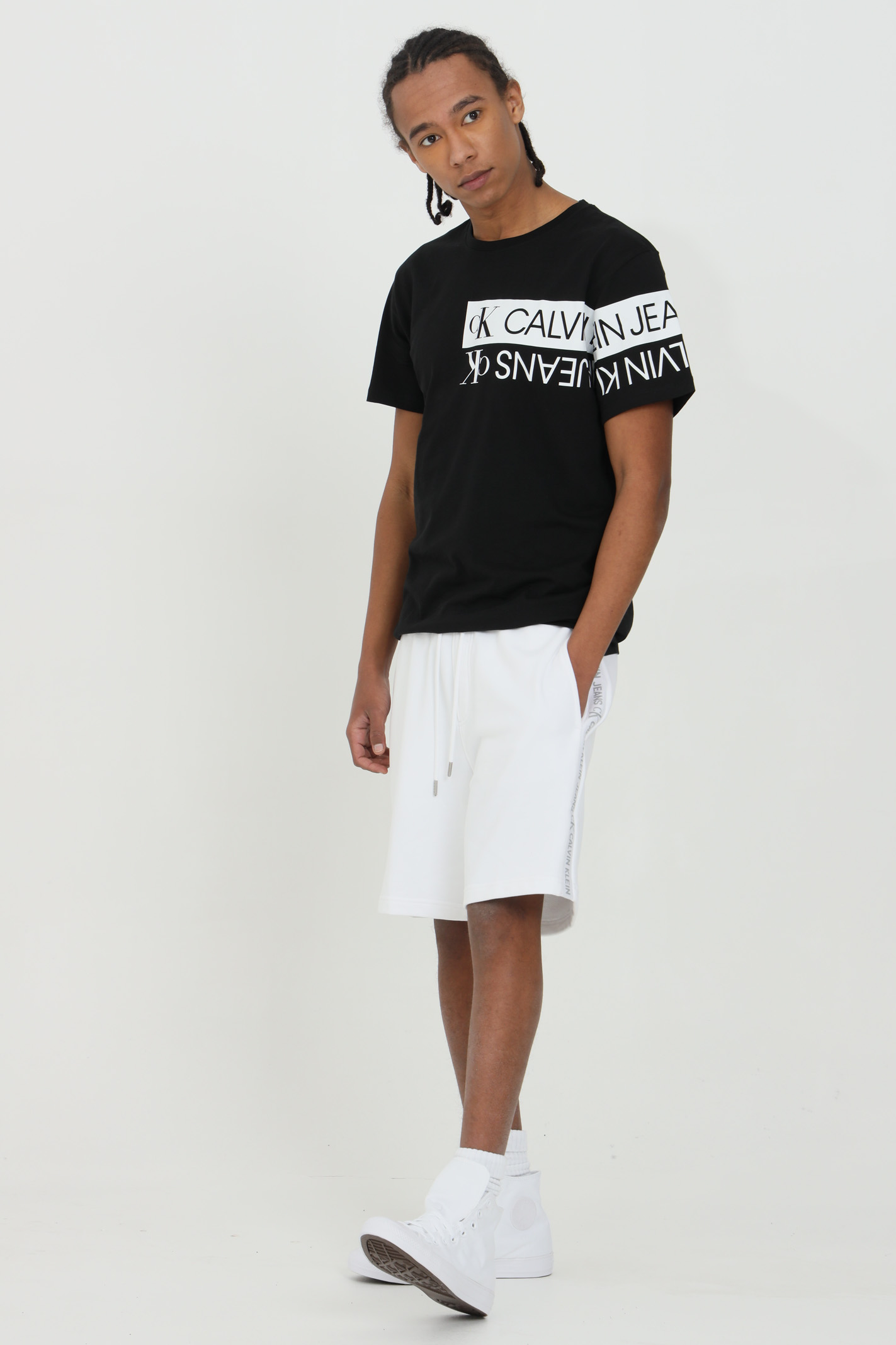 White shorts in organic cotton with side logo, front pockets and back pocket. Calvin klein logo in inlaid knit on the side seams CALVIN KLEIN   Shorts   J30J317377YAF