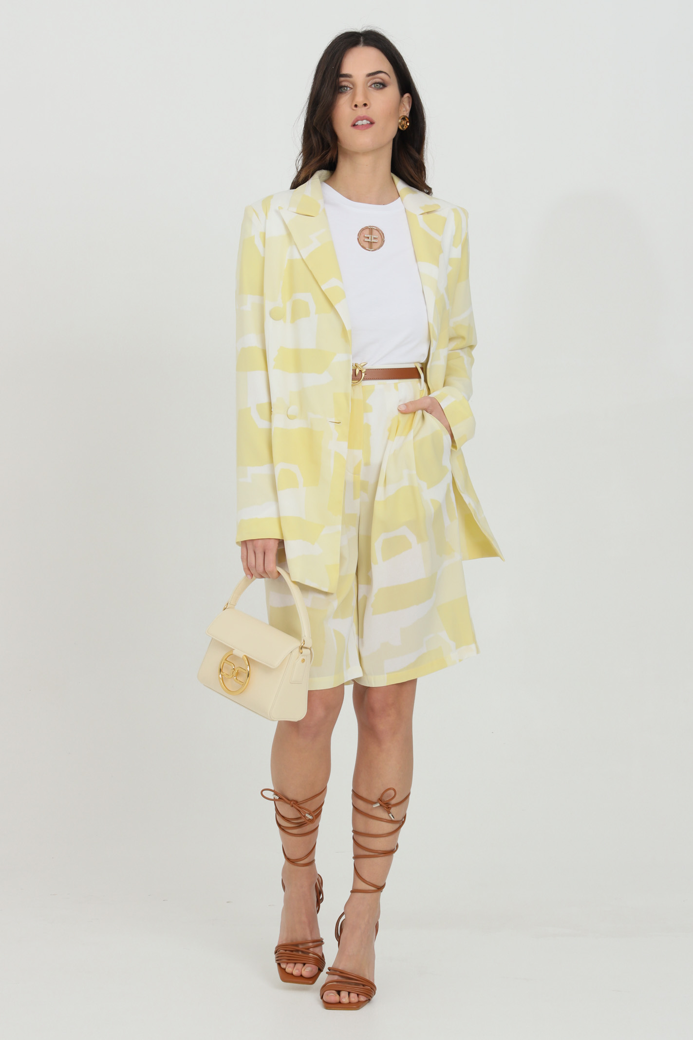 Yellow jacket with buttons on the front and padded straps.Glamorous GLAMOROUS | Blazer | GS0301SOFT YELLOW ABSTRACT
